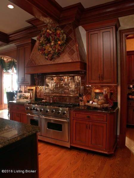 11. Single Family Homes for Sale at 1915 Plum Hill Way Floyds Knobs, Indiana 47119 United States