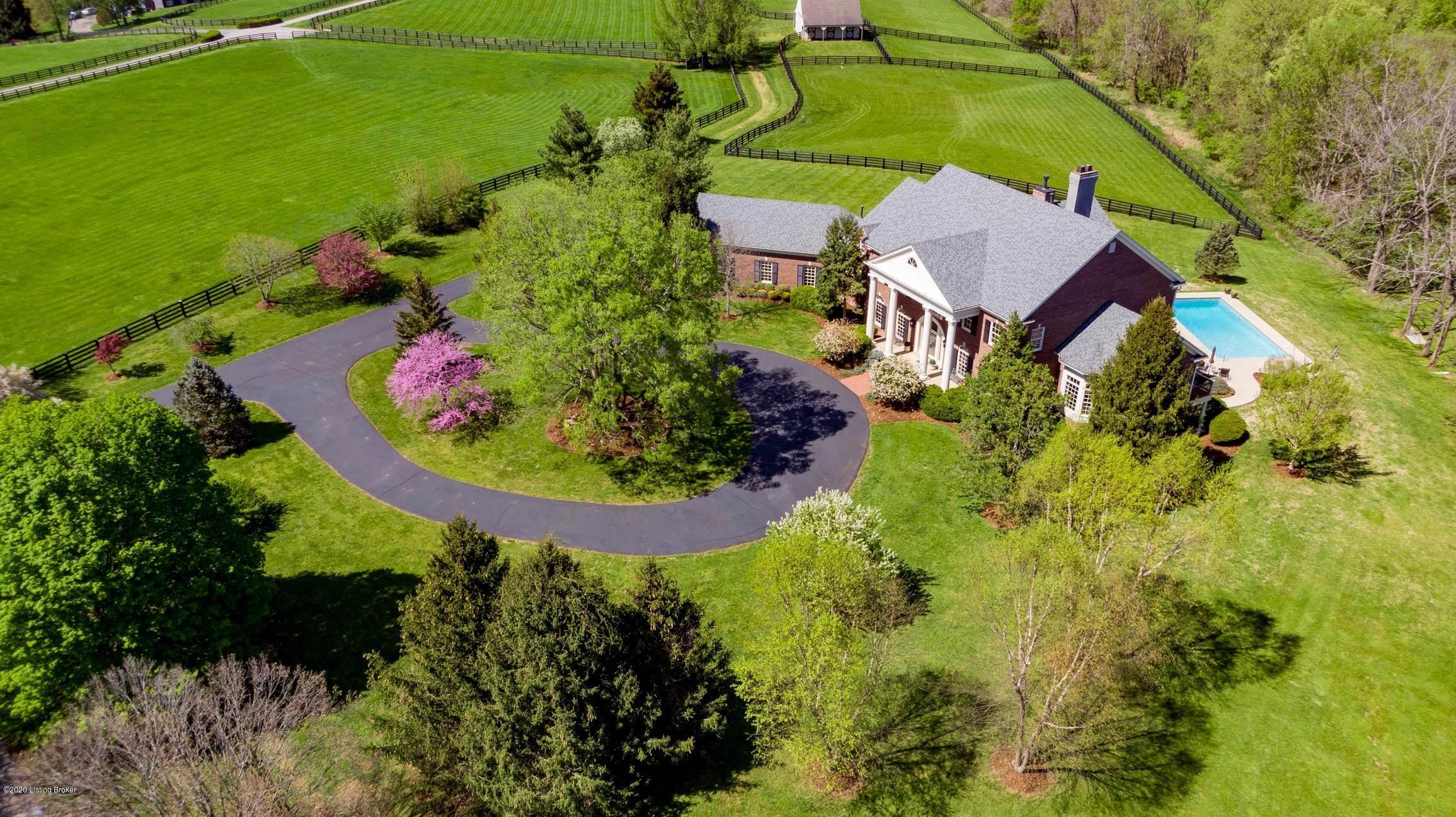 5. Farm and Ranch Properties for Sale at 2 Wolf Pen Lane Louisville, Kentucky 40059 United States