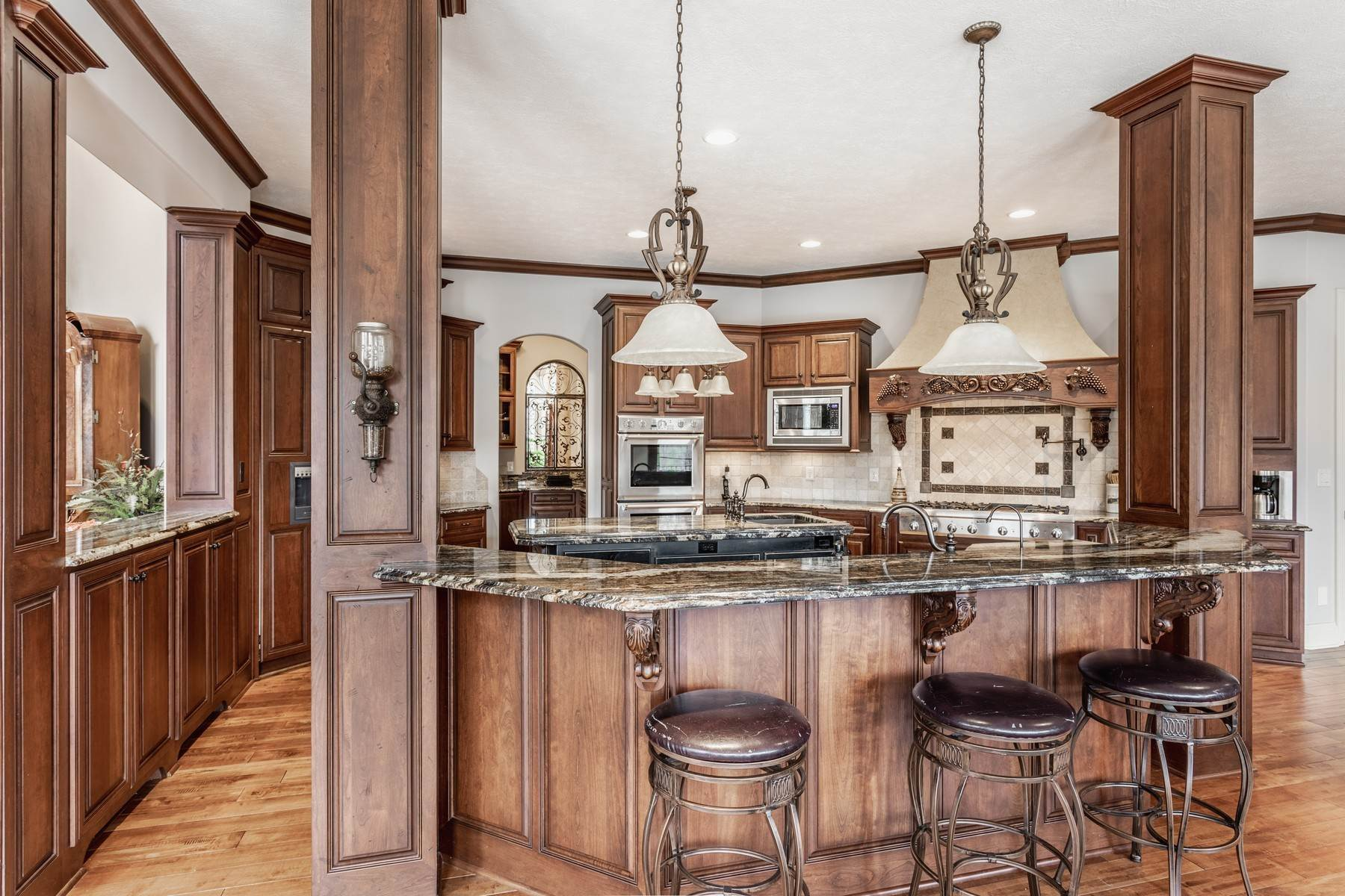 13. Single Family Homes for Sale at Stunning Chateau in Westfield 15612 Count Viking Court Westfield, Indiana 46074 United States