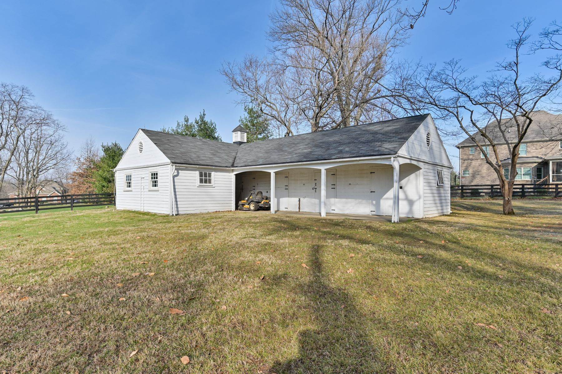 44. Single Family Homes for Sale at 8617 Wolf Pen Branch Road Prospect, Kentucky 40059 United States