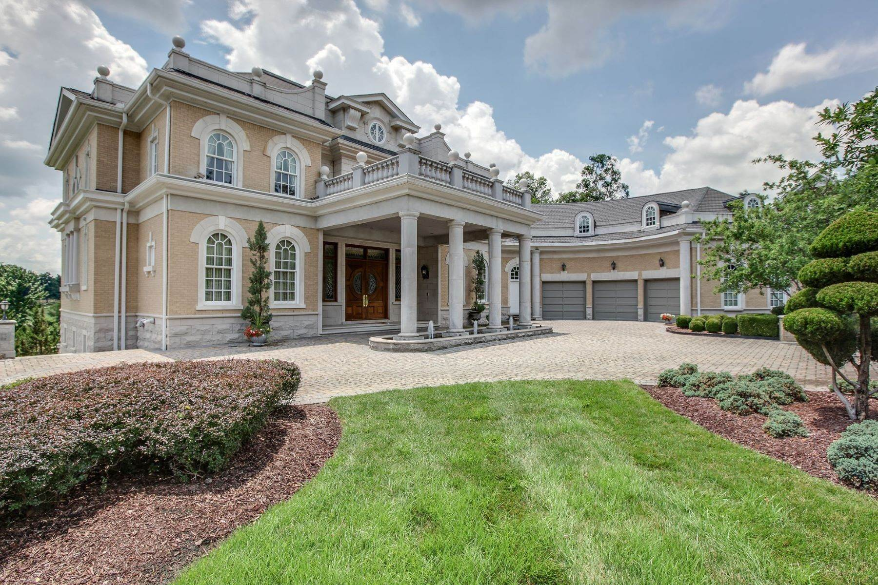 Single Family Homes for Sale at 2 Carmel Ln, Brentwood, Tn, 37027 2 Carmel Ln Brentwood, Tennessee 37027 United States